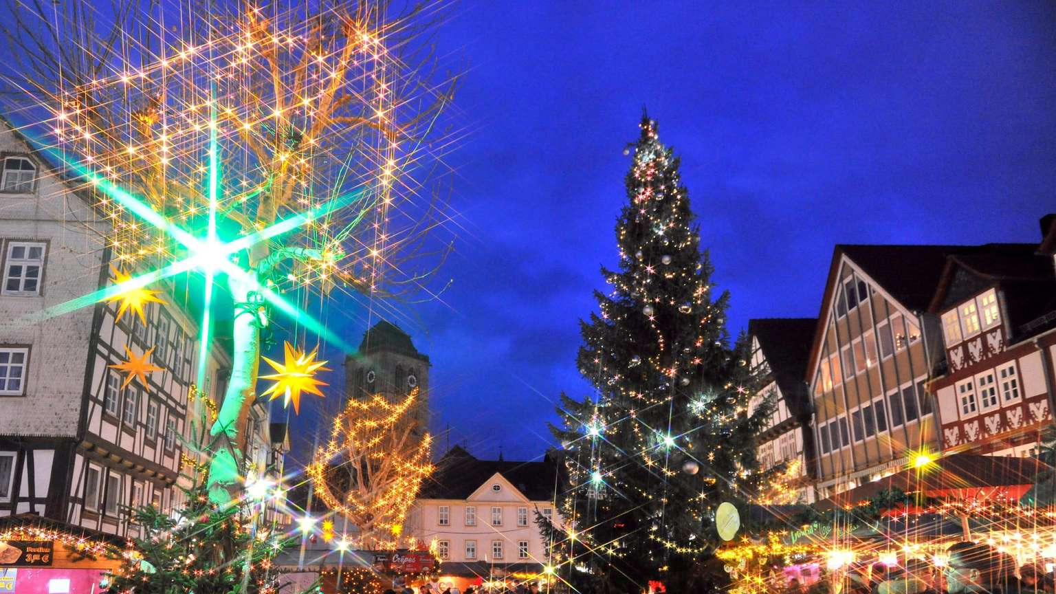 Leider kein Weihnachtsmarkt, jedoch weihnachtliches Flair in der Stadt